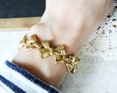 SANDRA DEE vintage bow charm bracelet | classic | gold | stacking | pretty | everyday | basic | sailor | nautical | shiney