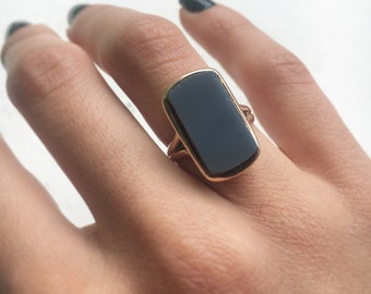 Antique Victorian Mourning Ring With Coffin Shape Agate c.1880s