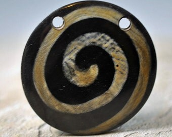 Black and natural swirl pendant, 56mm, #414