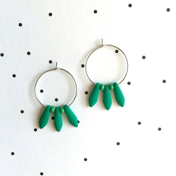 Hoop earring, ear, circle, brass, nickel free, two sizes diameter possibilities, oval, glass bead, green, les perles rares