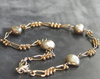 SALE Champagne Freshwater Pearl Chain Link Bracelet / Boho Chic Pearl Bracelet / Autumn Accessories / Gift for Her / Gold Pearl Bracelet