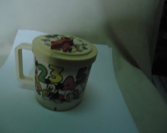 Vintage Mickey Mouse Walt Disney Company Clock Cup With Lid Superseal, collectable
