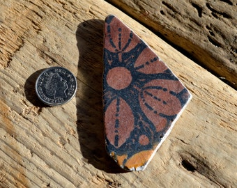RETRO FLOWER - Kathie Winkle Pottery Shard - Stamped - Unusual Sea Pottery - Jewelry Supplies (3924)