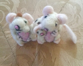 The Little Family of Mice ( needle felted )