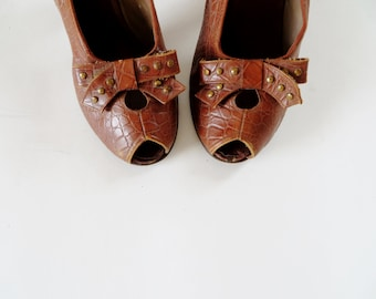 Vintage 1930s Shoes / 30s Shoes / 1940s Shoes / 40s Shoes / Peep Toe Heels / Vintage 1940s Peeptoes / Brown Swing Dance Size 4
