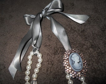 Ribbon Pearl Necklace With Cameo