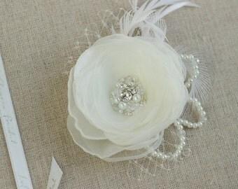 Ivory Bridal flower headpiece Wedding hair clip Wedding hair flower Bridal Hair accessories wedding hair clip Flower headpiece