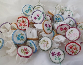DOLLS HOUSE MINIATURES - 1/12th Embroidery Hoop X1 (assorted colours)
