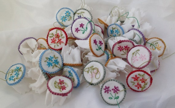 DOLLS HOUSE MINIATURES - Embroidery Hoop X1 (assorted colours)