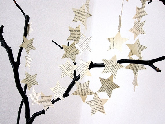 Star banner / star garland made of vintage book pages / upcycled christmas decoration