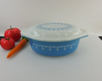 Pyrex Glass USA - Blue White Snowflake Garland - Oval Covered Casserole Dish - 1-1/2 Quart Ovenware 043