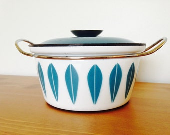 Cathrinholm blue and white Dutch oven pot with lid