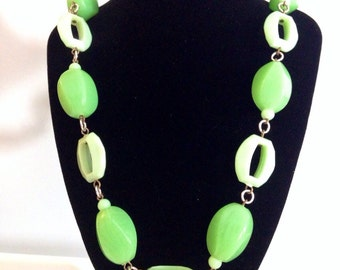 amazing 1960s lucite gogo geometric chain link necklace in apple green with barrel clasp