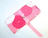 Jewelry Roll in Pretty Pink and White Floral Pattern