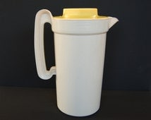 Vintage Rubbermaid 2 Quart Pitcher with Yellow Screw On Lid number 2796