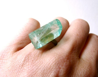 Delicate green quartz stone oriental ring ( brass antiqued, indie , dream ) 02