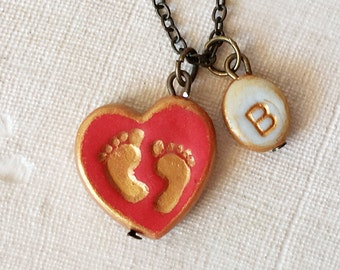 Baby Feet and Initial Necklace, New Baby, New Mom Gift, Personalized Newborn necklace, heart baby feet Jewelry, Young mom, Birth Necklace