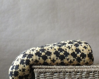 Blanket - hand spun and hand knitted, mix of bread of sheep, dyed and natural, floral pattern