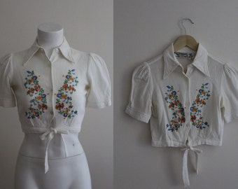 Vintage 1970s Embroidered Indian Cotton Crop Top / 1970s Cropped Blouse / San Francisco Shirt Works Cropped Blouse / Size S / M