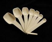 Tupperware Measuring Spoons - Almond - set of 7 + ring holder