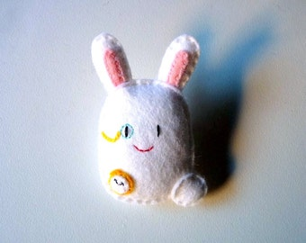 White rabbit felt brooch, Alice in Wonderland character, gift for kids, doll plush