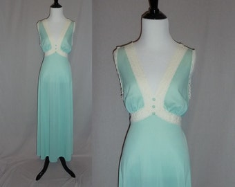 70s Vanity Fair Nightgown - Seafoam Blue Green Nylon - Long Gown - Daisy Lace Trim - Vintage 1970s - 36