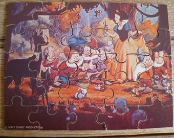 Disneys Snow White and the Seven Dwarfs Wooden Puzzle 25 Piece