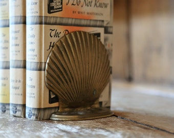 Vintage Brass Scallop Shell Bookends / Beachy Seashell Beach House Home Decor