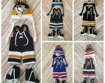 Baby Hockey Set // Hat + overalls + hockey skates// pick your own team// crochet newborn photo prop