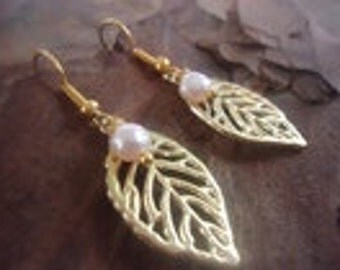 LEAF and FRESHWATER PEARL - noble earrings (1233)