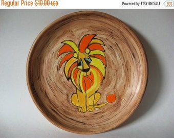 40% SALE Solid mod vintage Leo pottery plate fat lava look 70s lion zodiac hand painted by Wiebke Hansen