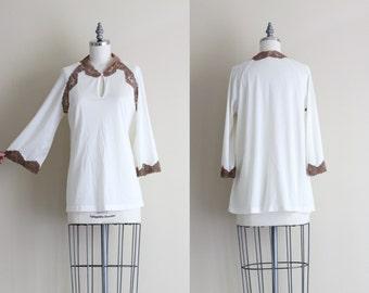 SALE - Vintage Womens Tunic . Lace Keyhole Blouse . Vintage Shirt