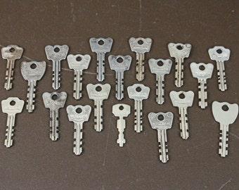 Vintage Metal Keys - Vintage Steampunk Keys -  Vintage Keys (Lot of 20)