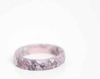 size 7 | thin multifaceted stacking ring | light mauve eco resin with metallic silver leaf flakes