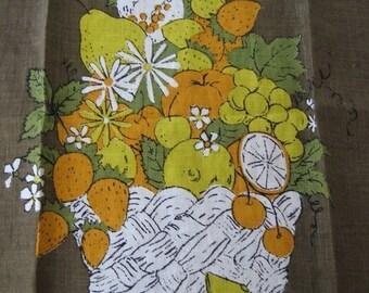 25%SALE Fruit basket. Lovely vtg Luther Travis kitchen hand towel, fruit and flowers.