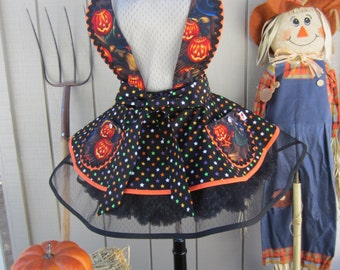 SALE! SEXY HALLOWEEN  Apron for Women in this Retro Style with Pumpkins and Witches Hats Print for the Holidays