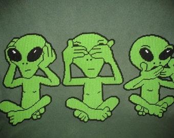 Hear no, See No, Speak No Evil Aliens Plastic Canvas Pattern