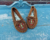 Vintage 1970s leather beaded moccasins, size 6 Never worn!