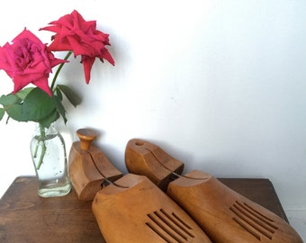 Pair of Vintage Shoe Form. Vintage Wooden Shoe Trees. Florsheim 10 5 Shoe Tree Form. Ready to Ship