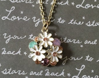 Gorgeous spring daisy necklace