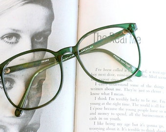 Vintage JACKIE O Glasses..new old stock. classic. groovy. twiggy. mod. retro glasses. librarian. secretary. woodstock. oversized