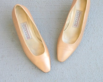 SALE/// 1980s GOLDEN LEATHER Fancy Heels..size 5.5 women.. witch heels. pumps. proxy. retro. fancy. classic. 1980s. shimmer. fancy. gold