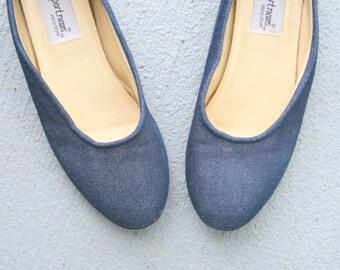 Vintage BLUE JEAN Flats..size 7 womens..fabric shoes. flats. closed toed. urban. hippie. boho. 1980s flats. retro. indie. aztec. designer