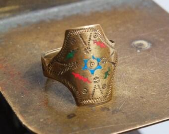 Vintage brass ring, ethnic style, ethnic symbols, size 7