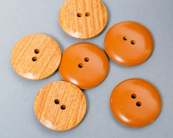 Set of 6 vintage plastic buttons, wooden imitation.