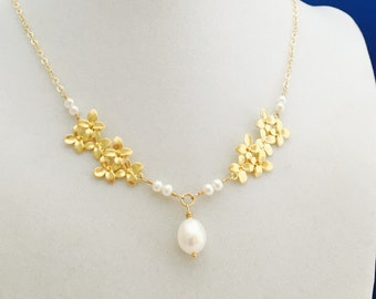 Gold Hydrangea Necklace, White Pearl Freshwter Pearl, 14K Gold Filled, Gold Flower Necklace, Wedding Jewelry