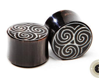"Horn Plugs with Tri Spiral Inlay - ON SALE 0g (8mm), 00g (9.5mm), 7/16"" (11mm), 1/2"" (13mm), 11/16"" (17.6mm), 3/4"" (19mm), 7/8"" (22mm)"