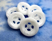 "Snow White: 13/16"" (21mm) Marbled White Ribbon Hole Buttons - Matching Set of 6 Buttons"