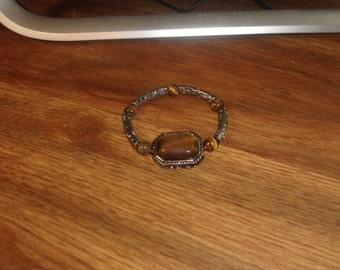 vintage bracelet stretchy silvertone amber swirl glass