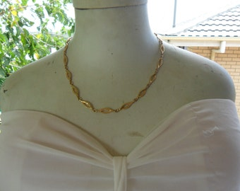 Authentic Vintage SIGNED SARAH COV  Sarah Coventry Gold Necklace and Matching Bracelet